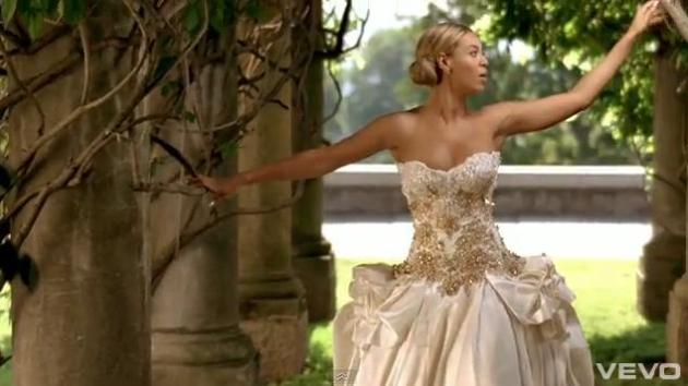 Beyonce in a wedding dress bomariage for Beyonce wedding dress pictures